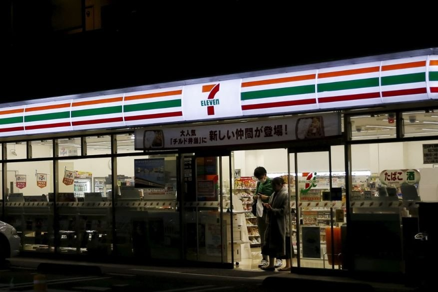 Japan's 7-Eleven Store Customers lose ¥55 million